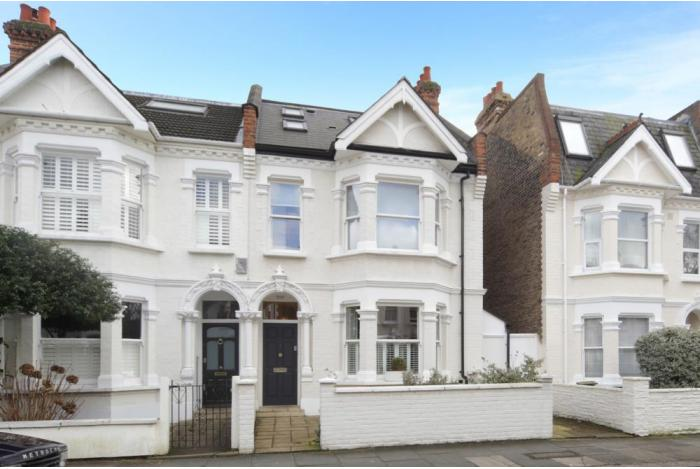 Sell your house fast in london free property valuation for Find a house online